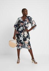 City Chic - EXCLUSIVE DRESS SEDUCTION - Robe d'été - multi-coloured - 2