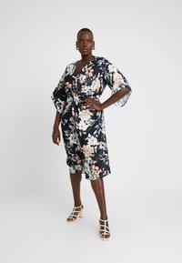 City Chic - EXCLUSIVE DRESS SEDUCTION - Robe d'été - multi-coloured - 0
