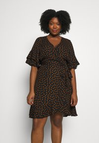 City Chic - DRESS AMBER SPOT - Robe d'été - amber - 0