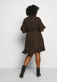 City Chic - DRESS AMBER SPOT - Robe d'été - amber - 2