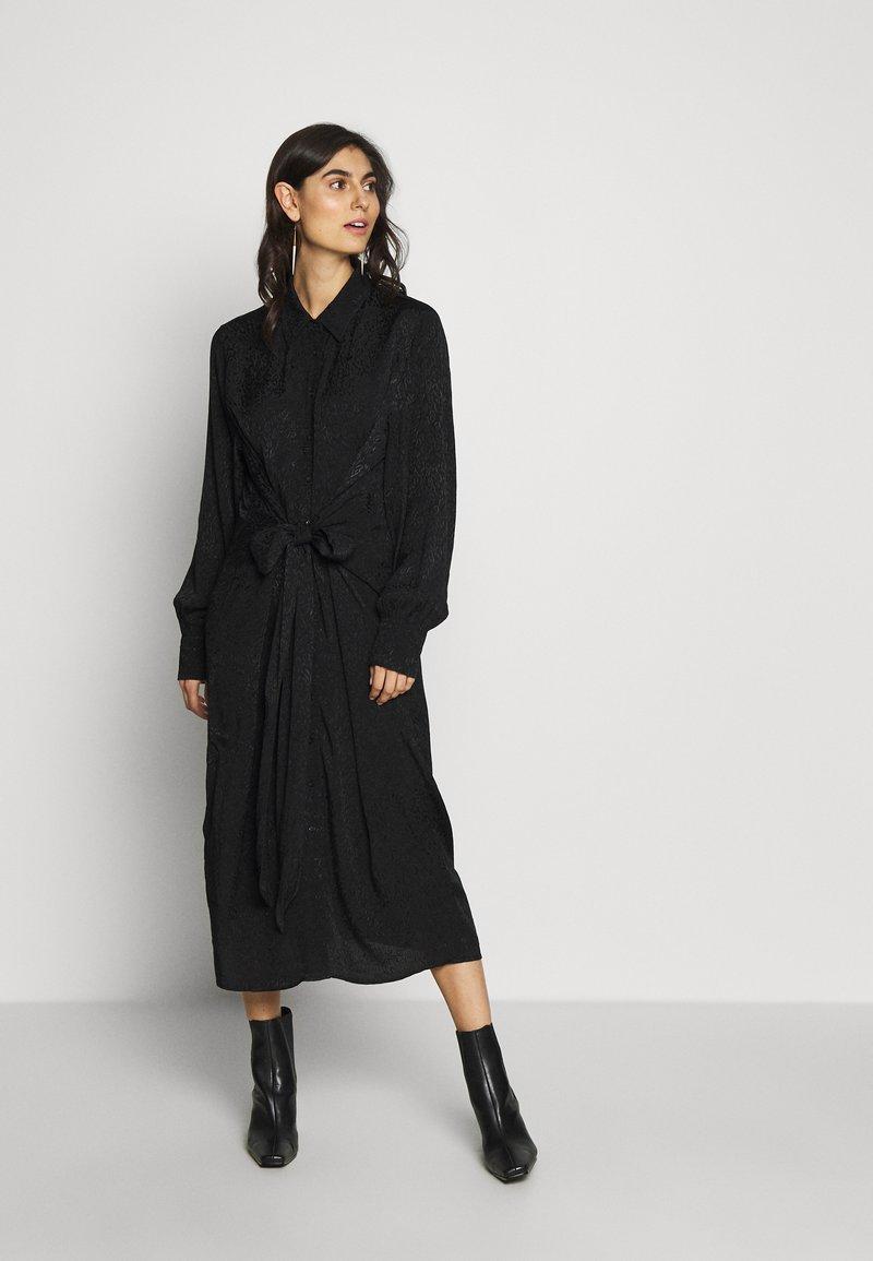 City Chic - DRESS BROCADE TWIST - Denní šaty - black