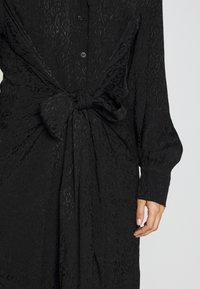 City Chic - DRESS BROCADE TWIST - Denní šaty - black - 5