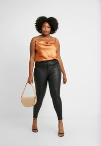 City Chic - EXCLUSIVE CAMI - Top - spice - 1