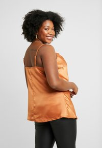 City Chic - EXCLUSIVE CAMI - Top - spice