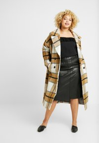 City Chic - EXCLUSIVE PLEATED FRILL - Blůza - black - 1