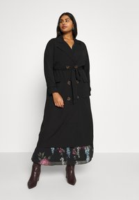 City Chic - SOFLTY DRAPE - Gabardina - black - 0