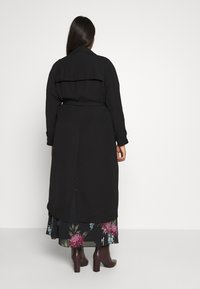 City Chic - SOFLTY DRAPE - Gabardina - black - 2