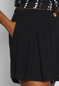 City Chic - SUMMER FUN - Shorts - black - 4