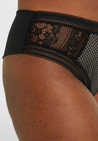 City Chic - LUIZA THONG - Stringit - black