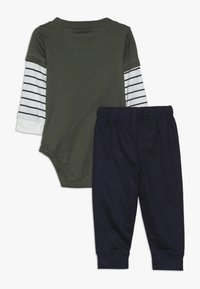 Carter's - BODYSUIT PANT BABY SET - Pantalon classique - green - 1