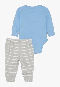 Carter's - BOY PANT BABY SET - Body - blue - 1