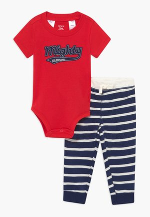 MIGHTY - Kalhoty - red/dark blue