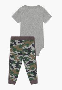 Carter's - Kalhoty - mottled grey/khaki - 1