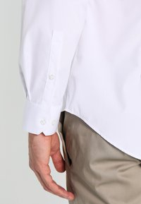 Calvin Klein Tailored - CANNES REGULAR FIT - Formal shirt - white - 4