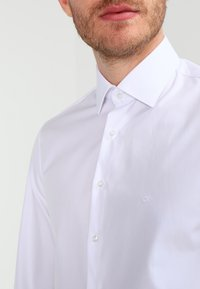Calvin Klein Tailored - CANNES REGULAR FIT - Formal shirt - white - 3