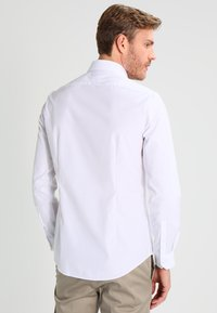 Calvin Klein Tailored - CANNES REGULAR FIT - Formal shirt - white - 2