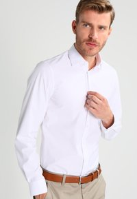 Calvin Klein Tailored - CANNES REGULAR FIT - Formal shirt - white - 0