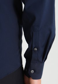 Calvin Klein Tailored - CANNES REGULAR FIT - Zakelijk overhemd - dunkelblau - 4