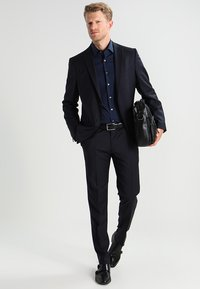 Calvin Klein Tailored - CANNES REGULAR FIT - Zakelijk overhemd - dunkelblau