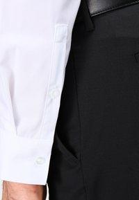 Calvin Klein Tailored - BARI SLIM FIT - Formální košile - white - 4