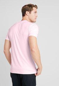 Calvin Klein Golf - NEWPORT TEE - Jednoduché triko - oxford pink marl - 2