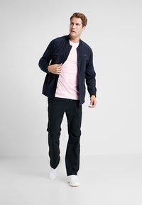 Calvin Klein Golf - NEWPORT TEE - Jednoduché triko - oxford pink marl - 1