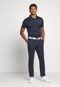 Calvin Klein Golf - SHADOW STRIPE - Funkční triko - navy - 1