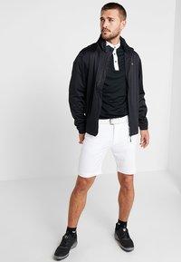 Calvin Klein Golf - GENIUS TROUSERS - Sportovní kraťasy - white - 1