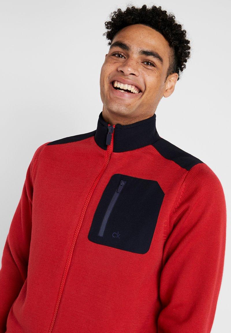 Calvin Klein Golf - HYBRID GILET - Veste - navy/red