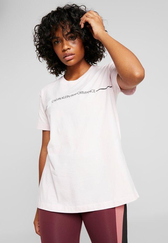 LOGO SHORT SLEEVE TEE - T-shirt con stampa - pink