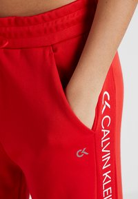 Calvin Klein Performance - PANTS - Teplákové kalhoty - high risk red - 3