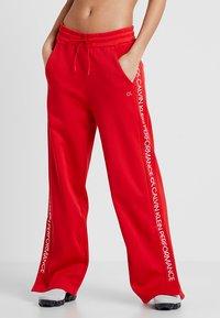 Calvin Klein Performance - PANTS - Teplákové kalhoty - high risk red - 0