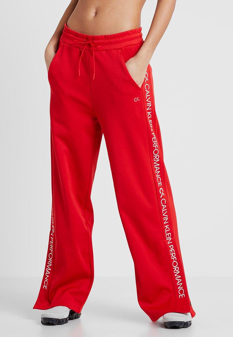 Calvin Klein Performance - PANTS - Teplákové kalhoty - high risk red