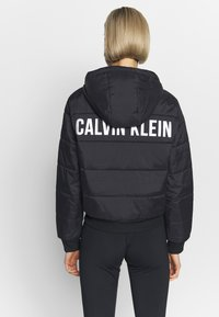 Calvin Klein Performance - LIGHT WEIGHT PADDED JACKET - Chaqueta de invierno - black - 2