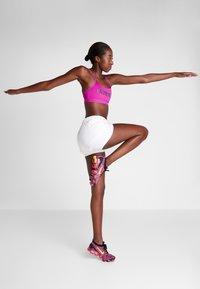 Calvin Klein Performance - ADJUSTABLE LOGO - Reggiseno sportivo - purple - 1