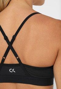 Calvin Klein Performance - ADJUSTABLE LOGO - Sportovní podprsenka - black - 3
