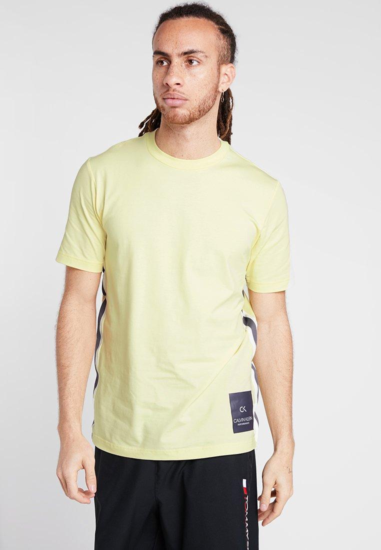 Calvin Klein Performance - SHORT SLEEVE TEE - Print T-shirt - wax yellow/gunmetal/coconut milk