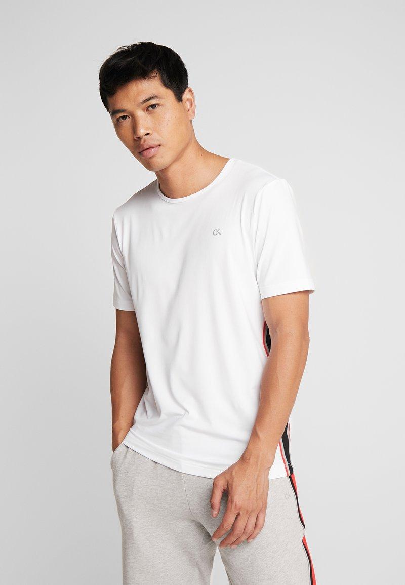 Calvin Klein Performance - COOLCORE TEE - Camiseta estampada - white
