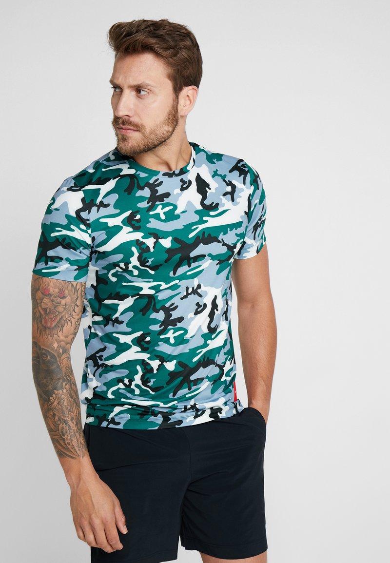 Calvin Klein Performance - CAMO TEE - Camiseta estampada - green
