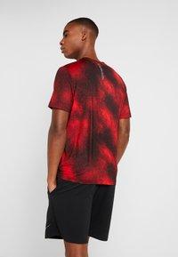 Calvin Klein Performance - SHORT SLEEVE  - T-shirt con stampa - red - 2