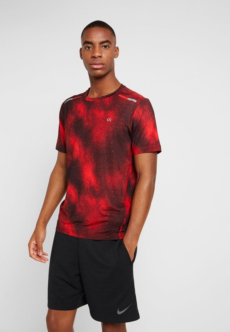 Calvin Klein Performance - SHORT SLEEVE  - T-shirt con stampa - red