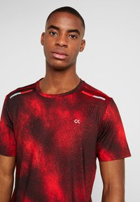 Calvin Klein Performance - SHORT SLEEVE  - T-shirt con stampa - red - 3