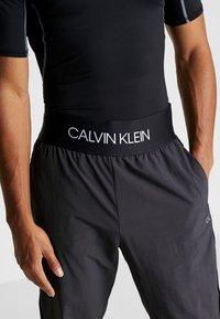 Calvin Klein Performance - TRACK PANTS - Trainingsbroek - gunmetal/black - 3