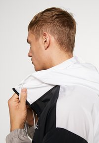 Calvin Klein Performance - HOODED JACKET - Verryttelytakki - black - 3