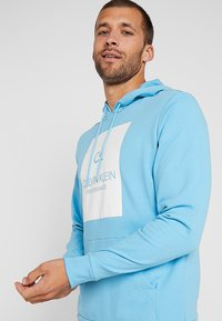 Calvin Klein Performance - HOODY - Hoodie - ethereal blue/bright white - 3