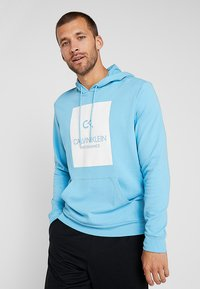 Calvin Klein Performance - HOODY - Hoodie - ethereal blue/bright white - 0