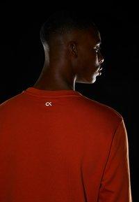 Calvin Klein Performance - Sweatshirt - orange - 4