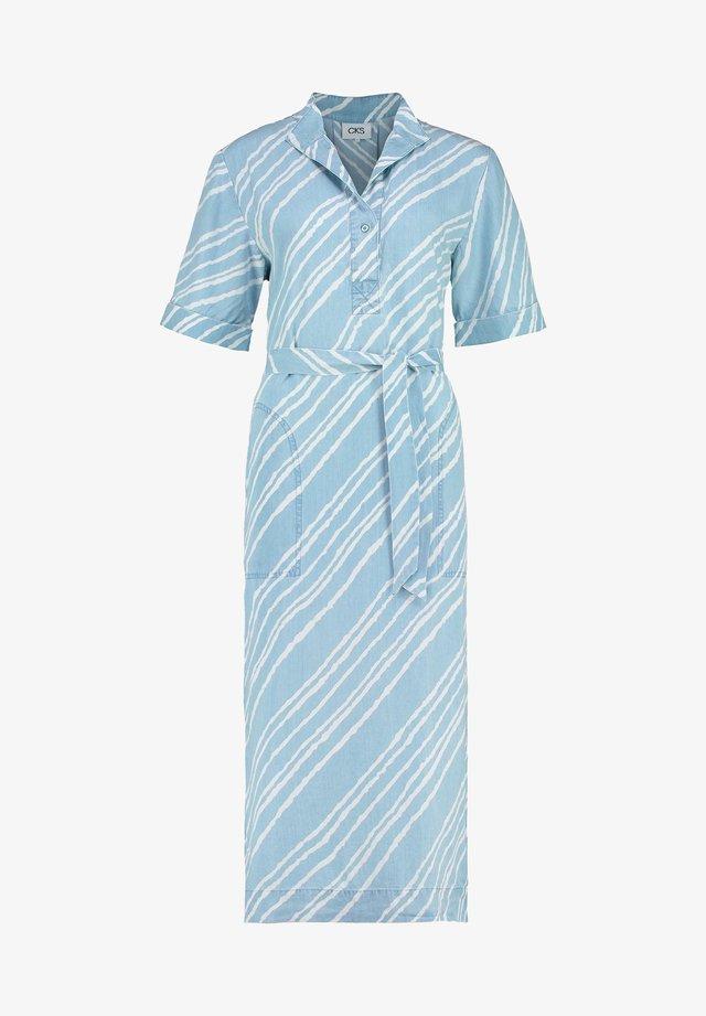FINNEAS - Korte jurk - bleach blue