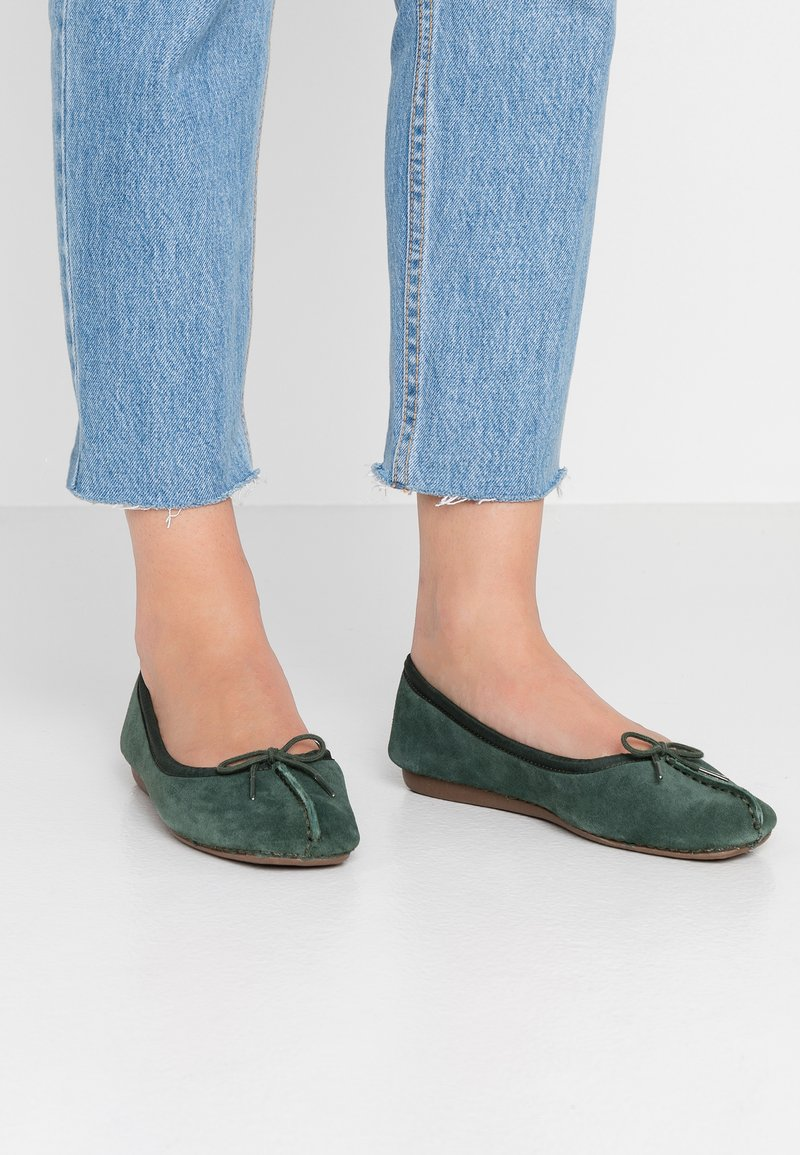 Clarks Unstructured - FRECKLE ICE - Ballet pumps - forest green