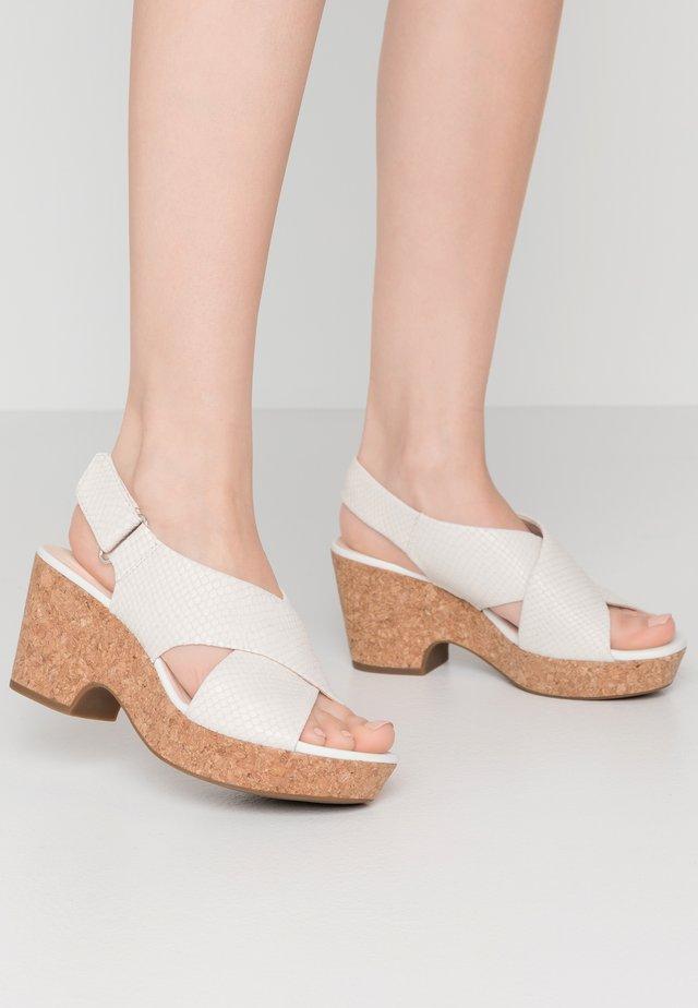 MARITSA LARA - Sandalias con plataforma - white